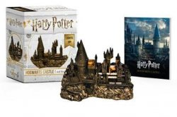 Harry Potter Hogwarts Castle and Sticker Book : Lights Up!